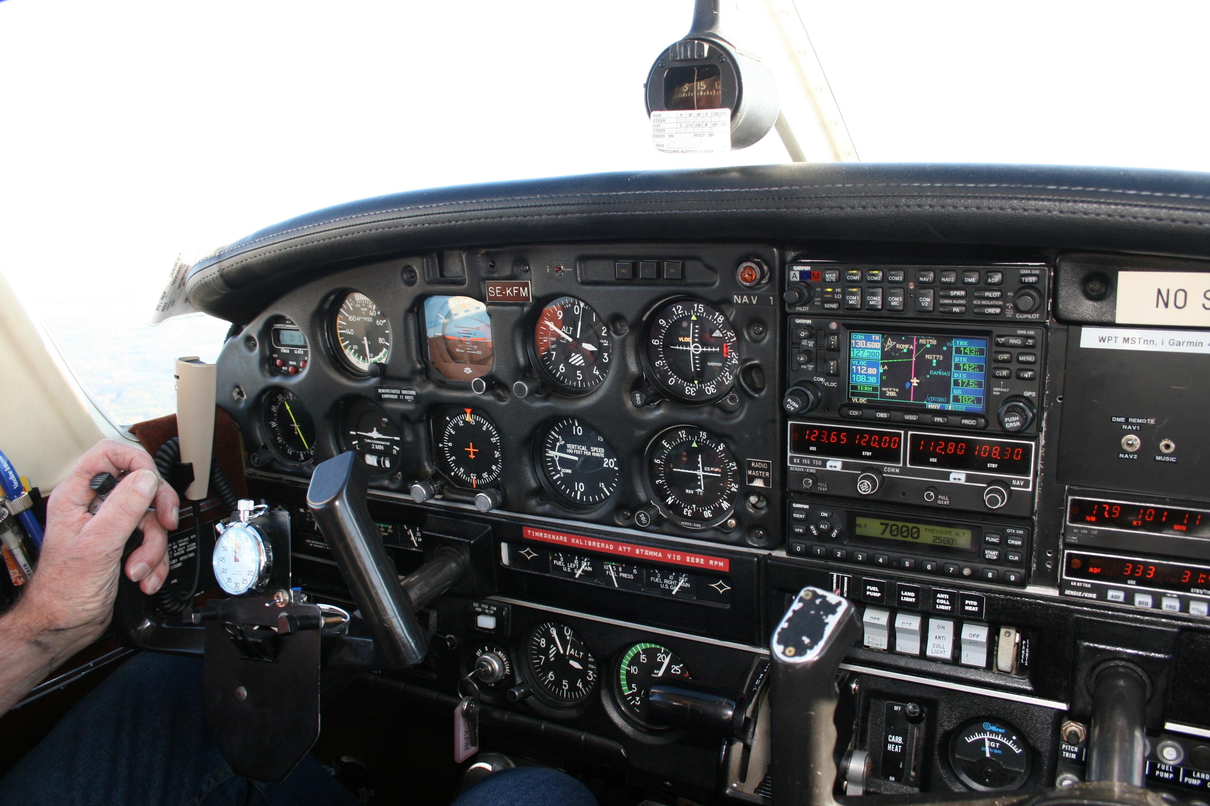 Piper_PA-28-181_Archer_II_Instrumentbräda